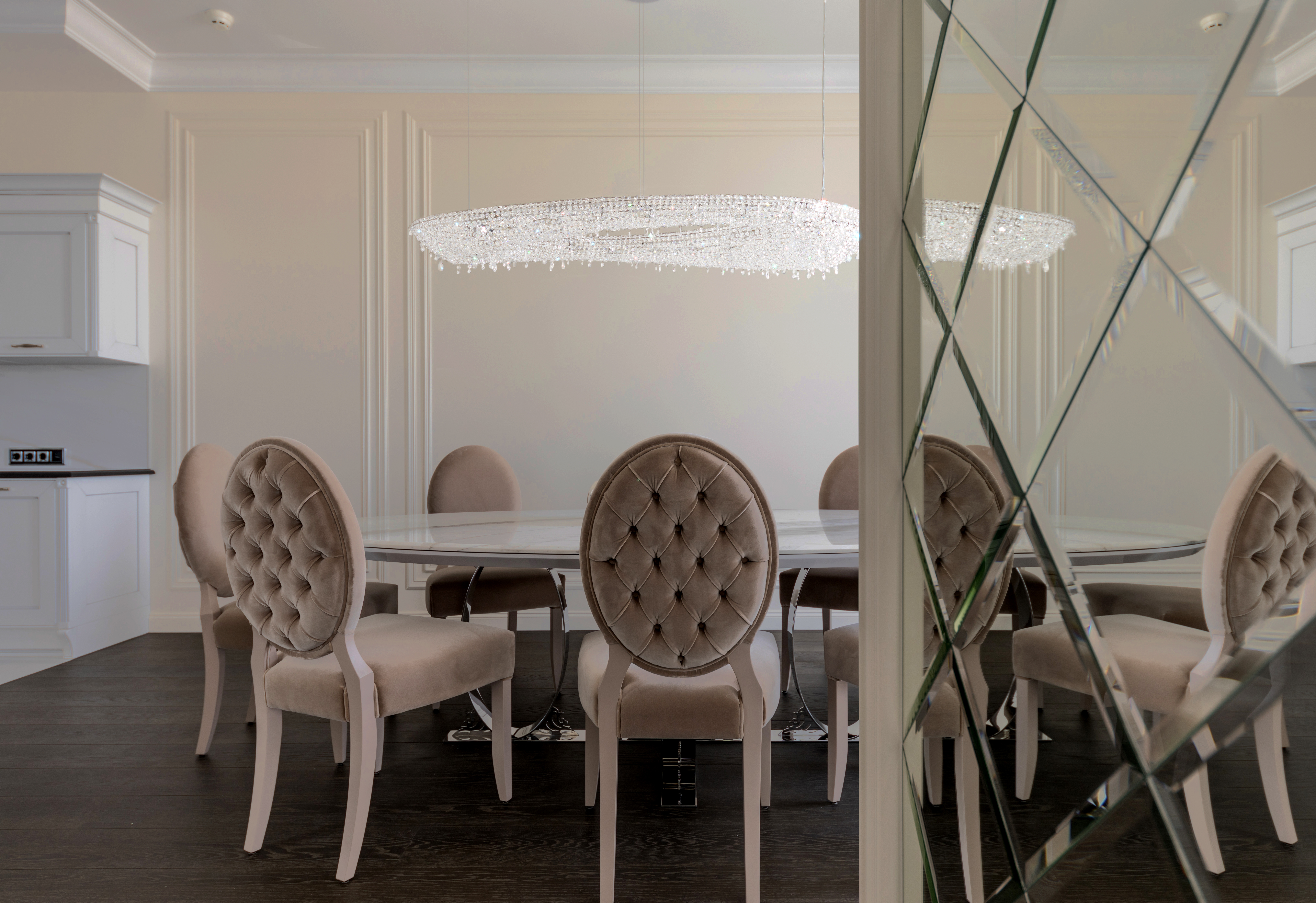 ARTICA IN A PRIVATE APARTMENT BY DOMOFF INTERIORS, Manooi Crystal Chandeliers