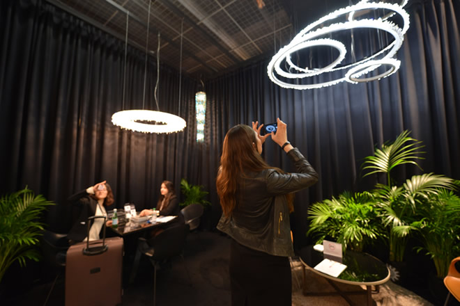 Light+Building 2016, Manooi Crystal Chandeliers