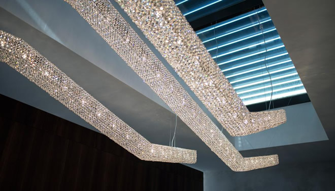 Инсталляция с Moha, Manooi Crystal Chandeliers