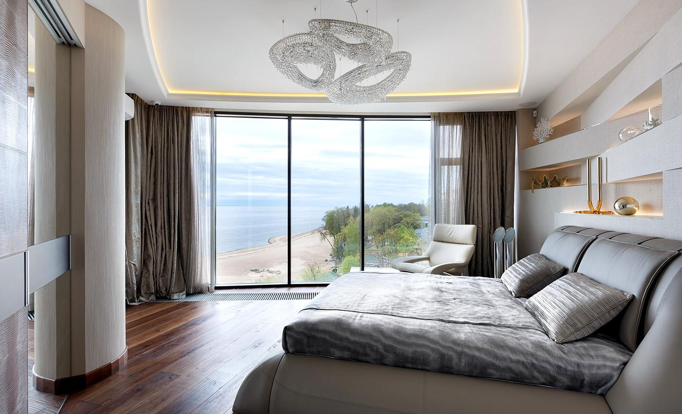 现代卧室内的Polaris组合, Manooi Crystal Chandeliers