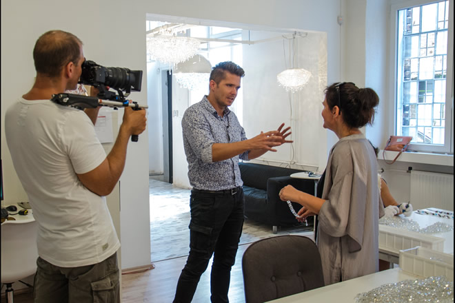 Intervista TV2, Manooi Crystal Chandeliers