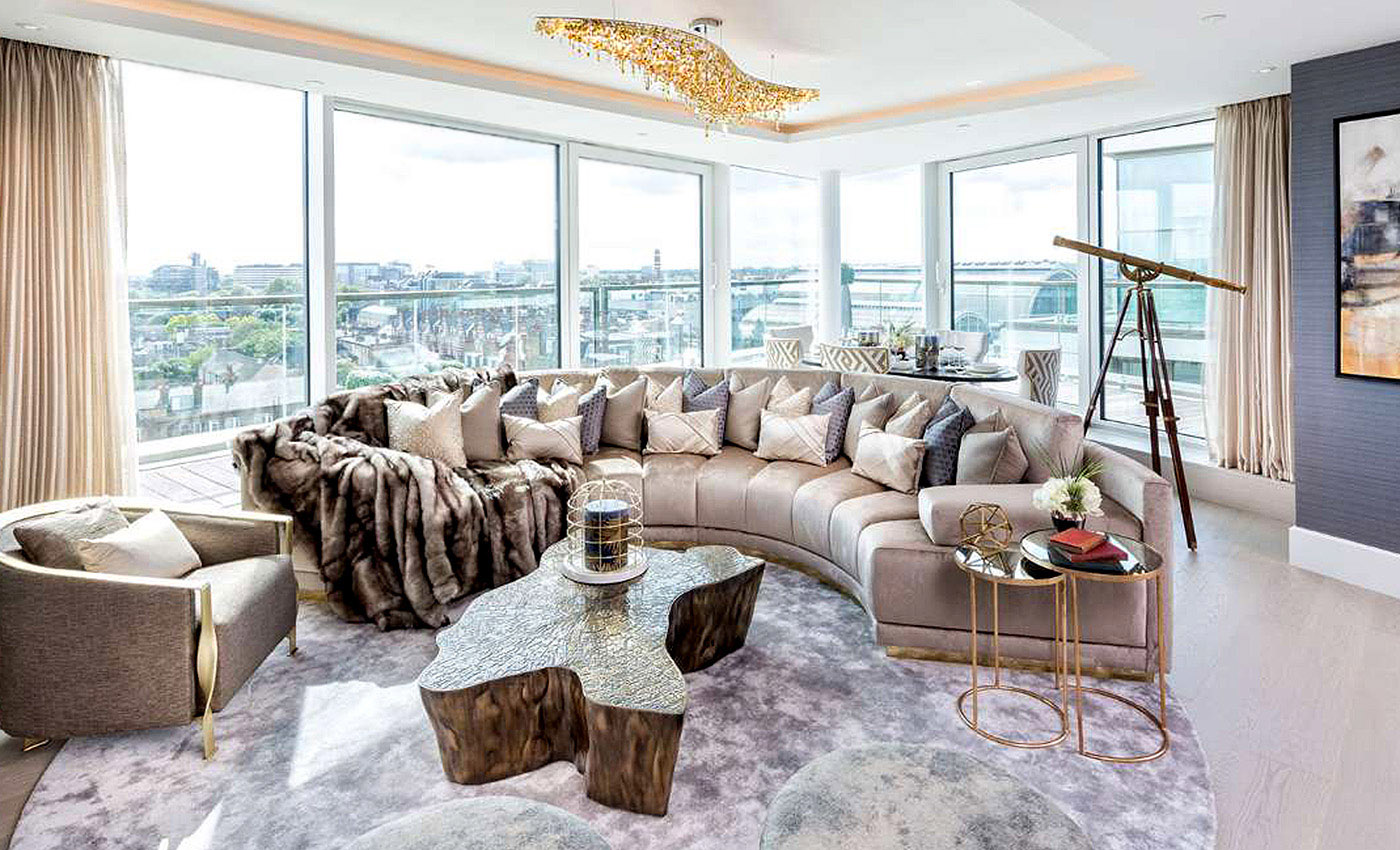 Vague in a Luxury Apartment in London, Manooi Crystal Chandeliers